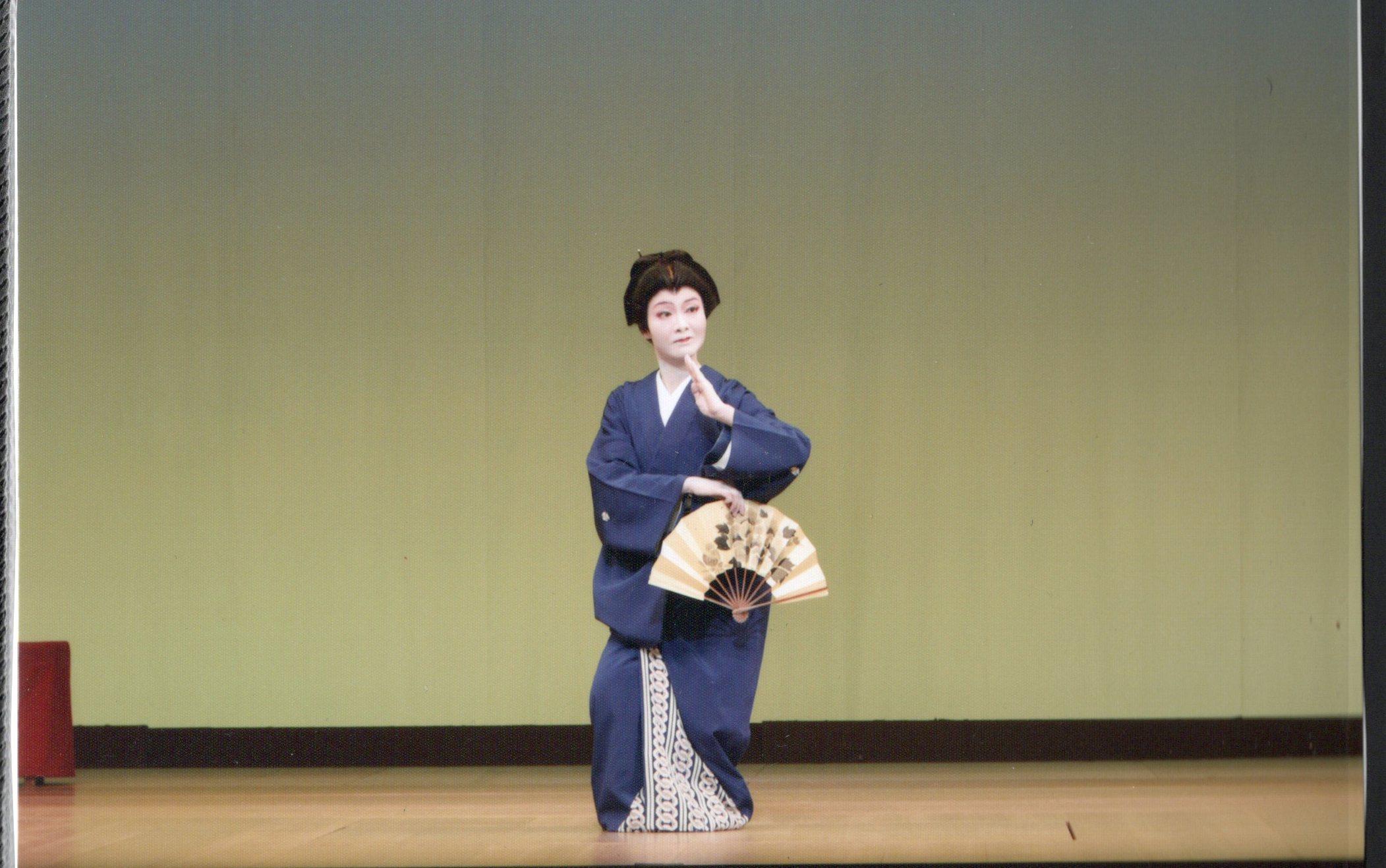 お師匠さんの「丁寧に踊れ」の意味と、胸から二の腕の形を美しくする方法